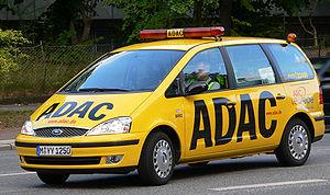 Deutsch: Gelbes ADAC-Fahrzeug mit schwarzem Sc...