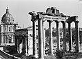 Gezicht op de Santi Luca e Martina met rechts de restanten van de Tempel van Sat, Bestanddeelnr 191-1293.jpg