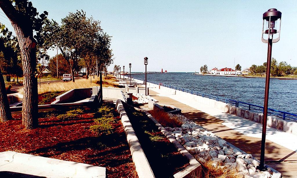 File:Grand Haven Michigan harbor.jpg - Wikimedia Commons