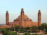Grand Jamia Masjid Bahria Town Lahore Pakistan cropped.jpg