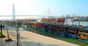 Haikou New Port - Image: Haikou New Port various boats and ships 13