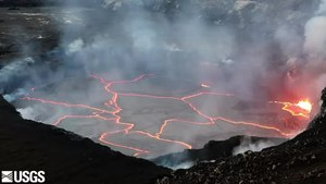 Файл:Halemaʻumaʻu lava lake USGS multimediaFile-1585.webm
