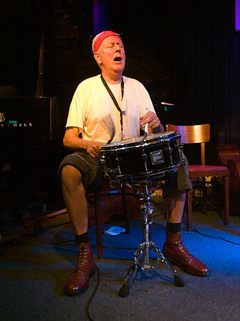 English: Han Bennink, jazz drummer; Picture ta...