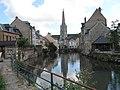 Harfleur Le quai de la Douane le long de la Lézarde et l'église St-Martin.jpg