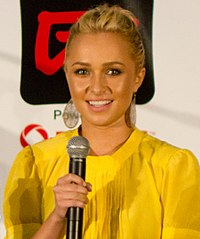 Hayden Panettiere in 2011 10 (cropped).jpg
