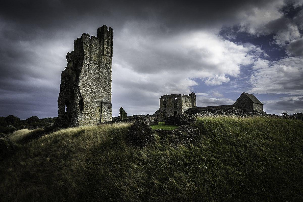 Helmsley Castle - Wikipedia