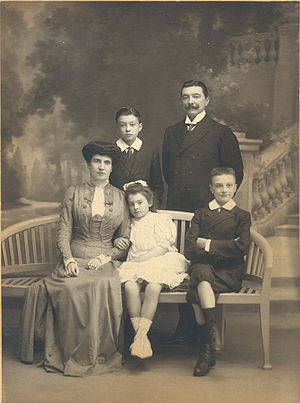 Henri Van Dievoet - Henri van Dievoet with his family
