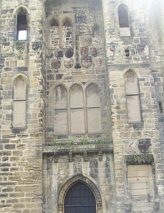 Hylton Castle - Heraldry on the west façade of Hylton Castle, 2008. (click image for numbering)