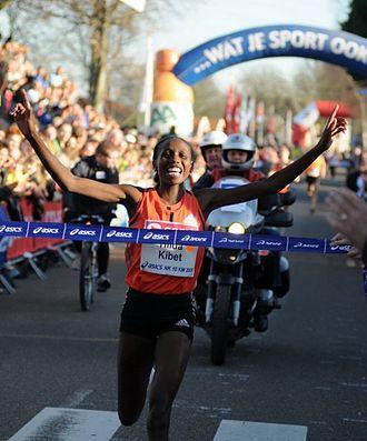 Hilda Kibet - Hilda Kibet winning her first Dutch title, Schoorl 2008