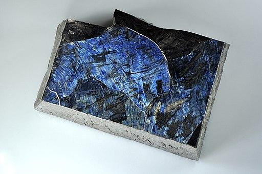Hochreines Titan (99.999) mit sichtbarer Kristallstruktur