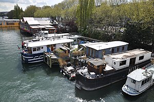 Houseboats on the Seine river in Saint-Cloud 002.JPG