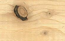 Een (grote) losse kwast en twee (kleine) vaste kwasten in grenenhout