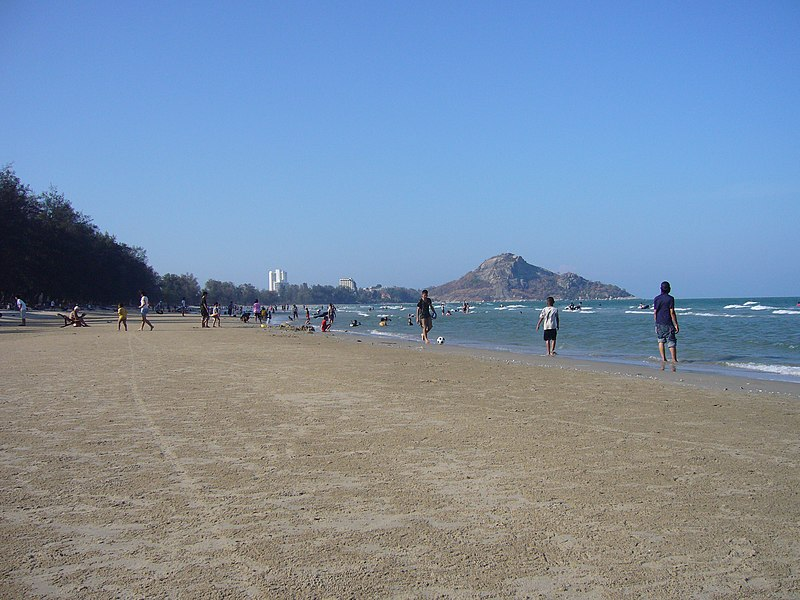 File:Hua Hin beach - panoramio.jpg