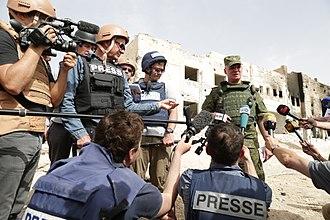Igor Konashenkov - Konashenkov with journalists at El-Karjatein in Syria, April 2016.