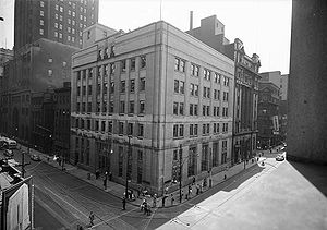 Imperial Bank of Canada - Imperial Bank of Canada Building in Toronto, c. 1945