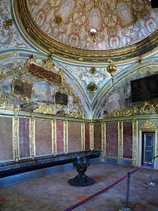 Imperial Divan Topkapi March 2008 pano2.jpg