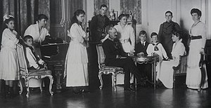 Infanta Blanca of Spain - Infanta Blanca with her husband and their ten children. From left to right: Archduchess Asunta, Archduke Franz Josef, Archduchess Immaculata, Archduchess Maria Antonia, Archduke Rainier, Archduke Leopold Salvator of Austria, Dolores, Archduke Anton, Archduke Karl, Archduke Leopold, Archduchess Margaretha and Infanta Blanca. Vienna, 1915.