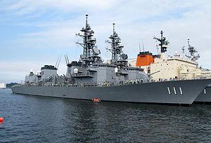 JS Ōnami (DD-111) at Yokosuka, -1 Aug. 2009 b.jpg