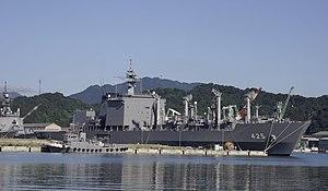 JS Mashū (AOE-425) at Maizuru, -11 Aug 2007 a.jpg
