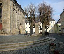 Jean Pauls Geburtshaus in Wunsiedel (helles Gebäude im Hintergrund, heute Jean-Paul-Platz 5) (Quelle: Wikimedia)