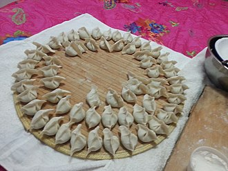 Jiaozi - In the north China, folded jiaozi are rest on bi (箅), in case the stuffing will make the shape saggy. Bi is made by dried sorghum stems, and it also gives Jiaozi a mark at the bottom.