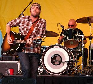 Josh Thompson (singer) - Thompson playing in 2010 in Minnesota