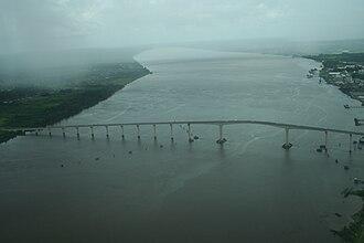 Jules Wijdenbosch Bridge - Image: Jules Wijdenboschbrug uit vliegtuig