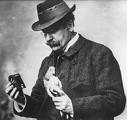 Julius Neubronner with pigeon and camera 1914 cropped.jpg