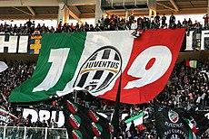 Bandiera in omaggio ai 109 anni di fondazione della Juventus F.C. Stadio Olimpico di Torino, 1º novembre 2006.