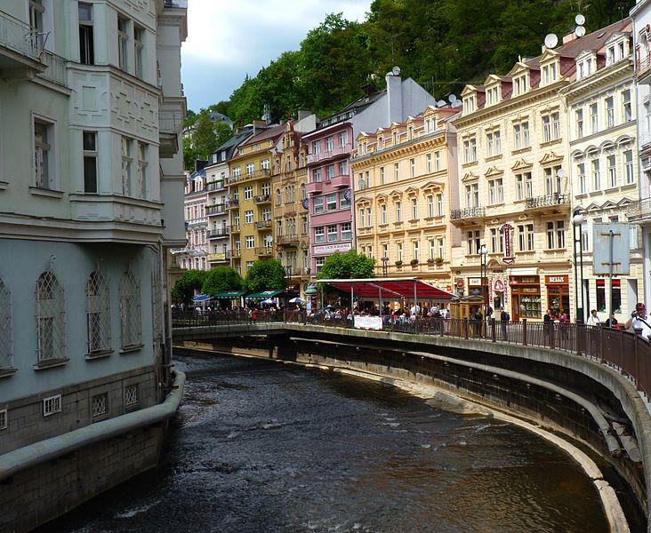File:Karlovy Vary downtown 3..jpg