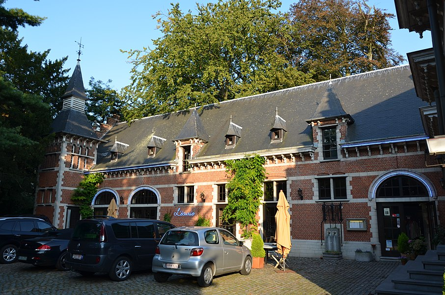 Picture of Kasteel Solhof, a castle on the Baron van Ertbornstraat, Aartselaar. It currently hosts a hotel and is also a monument on the Flemish heritage list (number 12419).