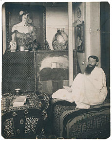 Kees van Dongen in his studio circa 1910.jpg