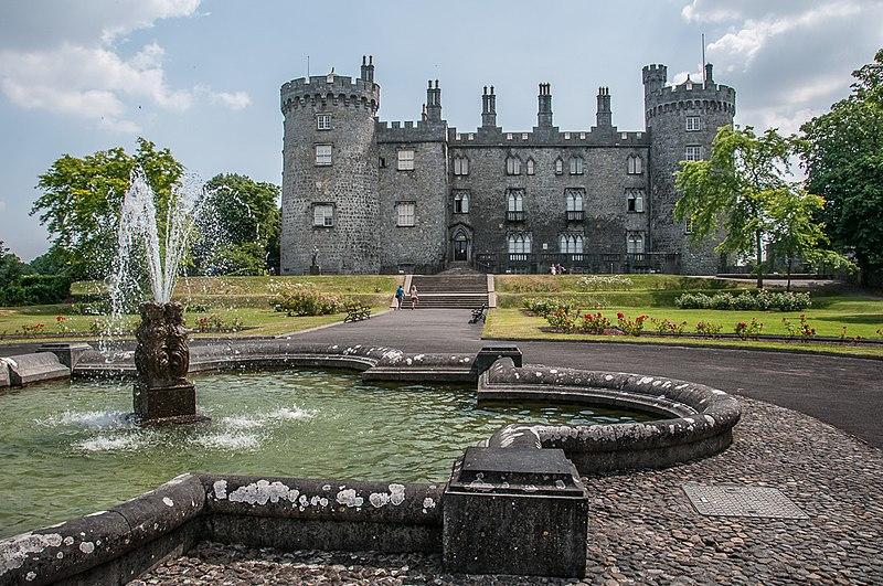 File:Kilkenny Castle and fountain.jpg