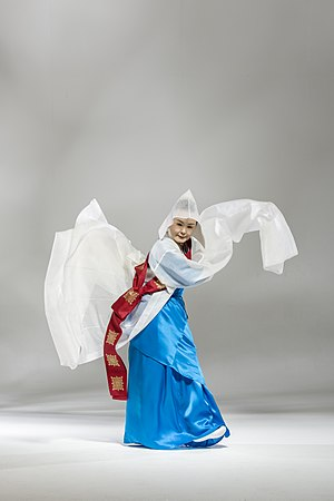 Seungmu - Kim Myo Seon performing Seungmoo in traditional costume called Changsam