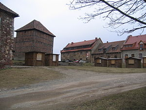 Konradsburg - Courtyard with the well tower (left of centre) in 2010