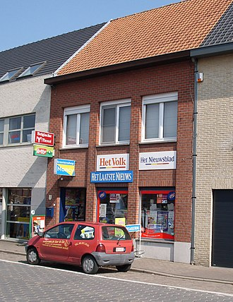 Het Volk (newspaper) - Het Volk advertised by a newsagent in East Flanders