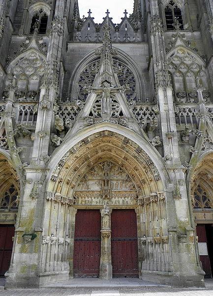 Portail central de la basilique Notre-Dame de l'Épine (51).