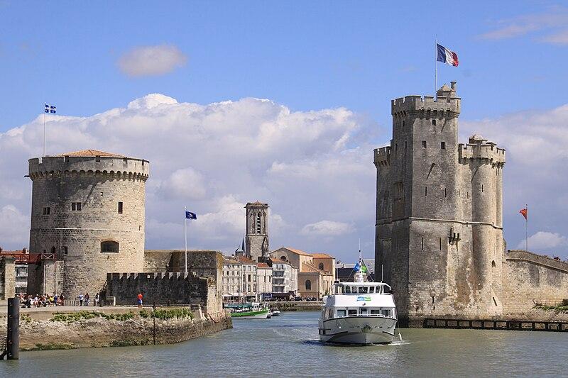 File:L' entrée du Port de La Rochelle (2).JPG