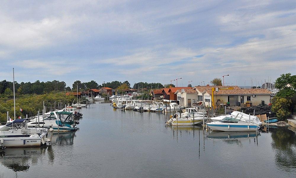 Gujan-Mestras (département de la Gironde, France): marina of La Hume