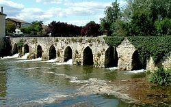 La Sauvetat-du-Dropt - Pont gothique - vu de l'aval.JPG