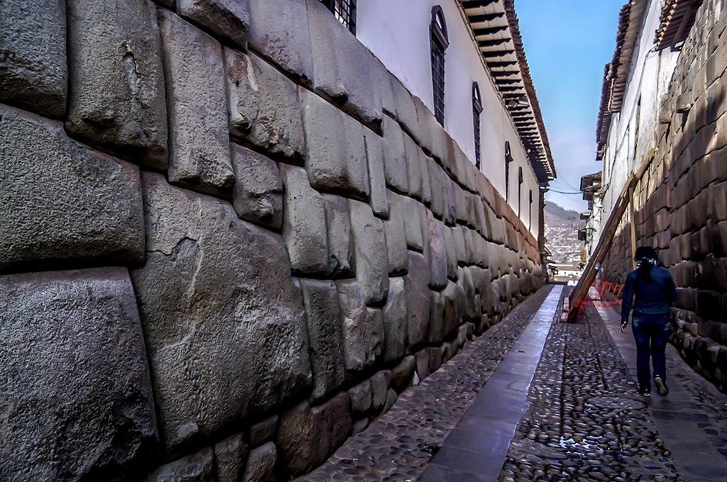 La piedra de los doce ángulos, en calle Hatun Rumiyoc, Cuzco 04