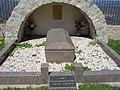 La tomba dell' Abbè Sauniere - panoramio.jpg