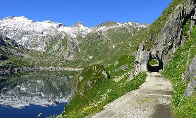 Lago-di-Lucendro.jpg