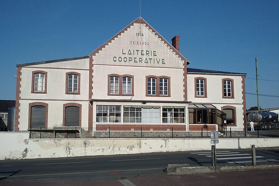 Laiterie de fr:Tribehou  (1914-2011) appartenant aux Maitres laitiers du Cotentin