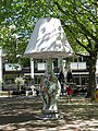 Lamp statue (16086850748).jpg