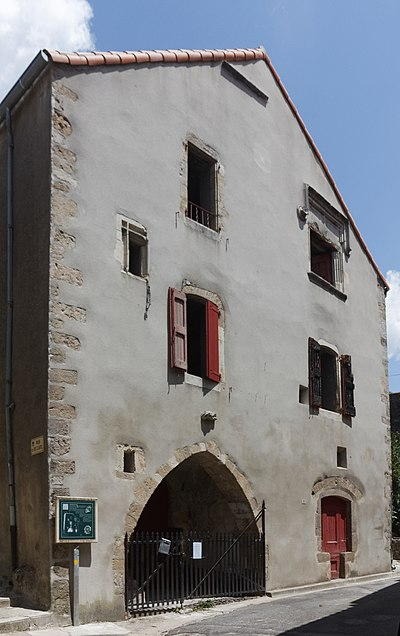 """English:  The """"Town House"""" was the meeting place of consuls. It dates from 16  th century."""