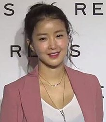 Lee Si-young - Wikipedia