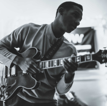 Description de l'image Leon Bridges Press Photo.png.