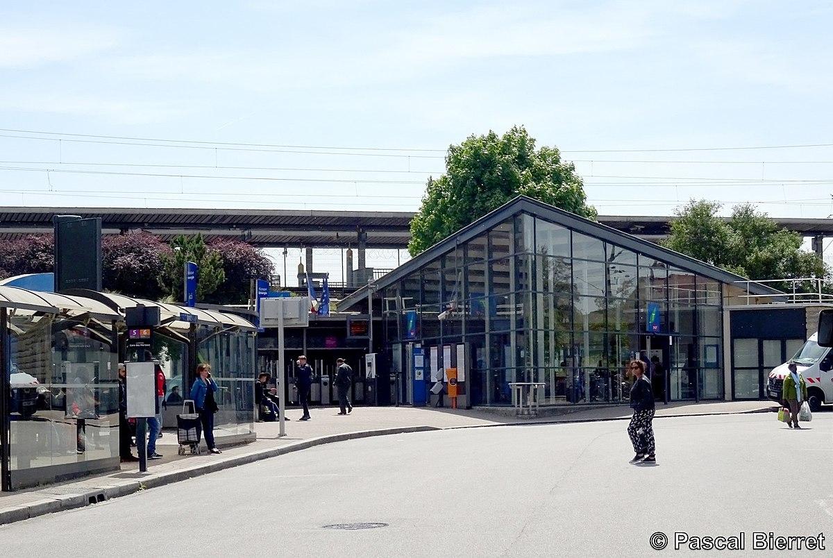 Gare des mureaux wikip dia for Garage de la gare bretigny
