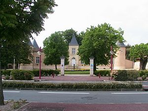 Lescombes Castle Eysines 33 France.jpg